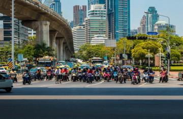 В Бангкоке ввели новые правила для мотоциклистов